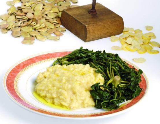 Le fave bianche e cicorie sono un piatto tipico della for Piatto della cucina povera